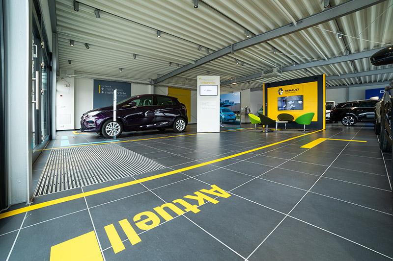 Autohaus Bodenfliesen Anthrazit Eingangsbereich Ausstellungshalle