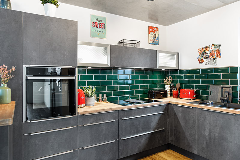 Küchenfliesen grün   kleinformatig   farbliche Akzente setzen