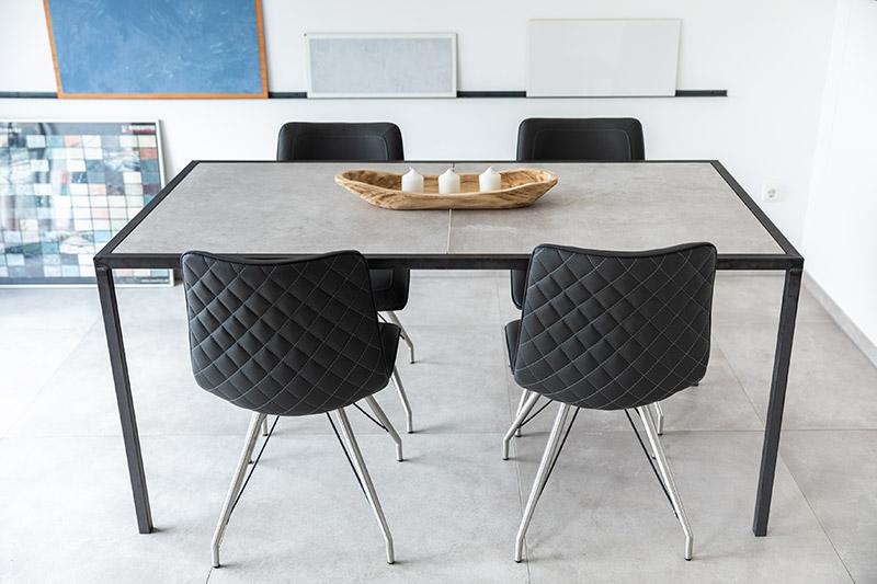 Küchentisch mit Tischplatte aus Bodenfliesen   individuell angefertigt